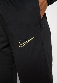 Nike Performance - ACADEMY 21 TRACKSUIT - Treningsdress - black/saturn gold - 8