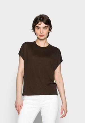 KANJA - Basic T-shirt - chocolate