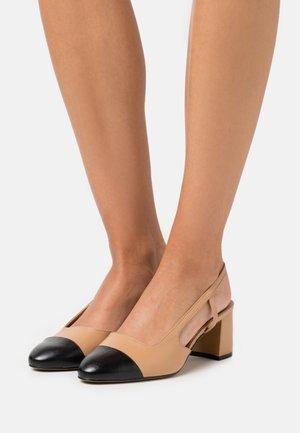 WIDE FIT CROFTS - Classic heels - camel