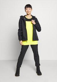 The North Face - WOMENS ACTIVE TRAIL TANK - Camiseta de deporte - lemon - 1