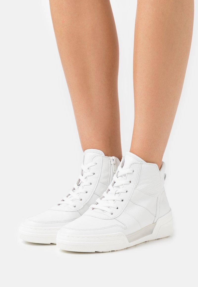Gabor - Sneakers hoog - weiß