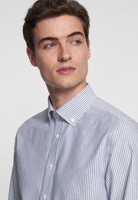 Seidensticker - SMART BUSINESS SLIM FIT - Shirt - llight blue/white - 4
