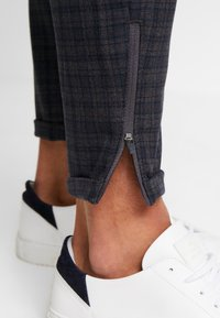 Gabba - PISA REDUE PANTS - Pantalon classique - grey check - 6