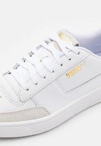 Puma - RALPH SAMPSON MC CLEAN UNISEX - Matalavartiset tennarit - white/high risk red - 5