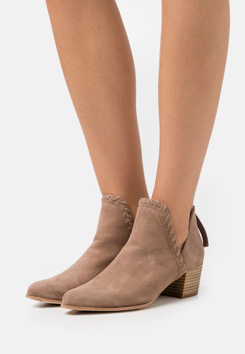 Unisa - GRAHAM - Cowboy/biker ankle boot - funghi