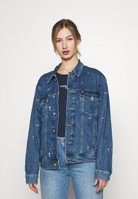 Tommy Jeans - TRUCKER JACKET - Denim jacket - denim light - 0