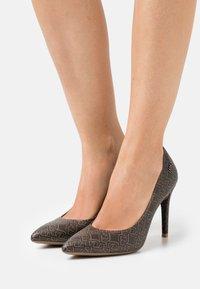 Liu Jo Jeans - VICKIE DÉCOLLETÉ - Classic heels - brown - 0