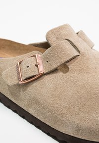 Birkenstock - BOSTON SOFT FOOTBED - Slippers - taupe - 5