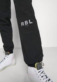 Redefined Rebel - RRHAYDEN PANTS - Tracksuit bottoms - black - 4