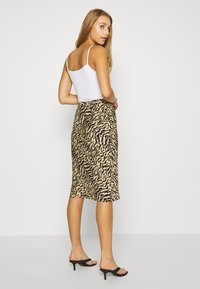 Good American - ZEBRA BIAS SKIRT - Pencil skirt - sand - 2