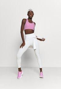 Nike Performance - BRA - Sujetadores deportivos con sujeción media - beyond pink/white - 1
