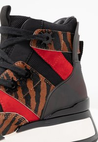Kat Maconie - KEISHA - High-top trainers - tan - 2
