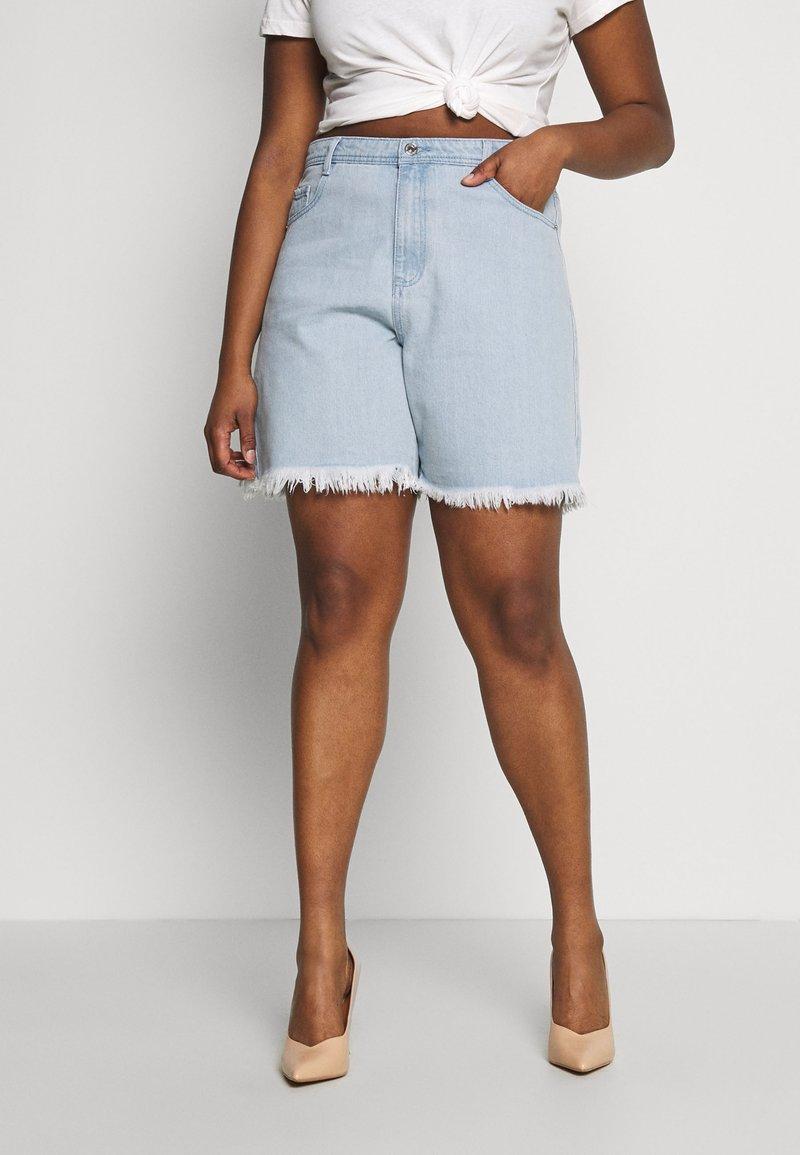 Missguided Plus - FRAYED LONG LINE  - Denim shorts - stonewash