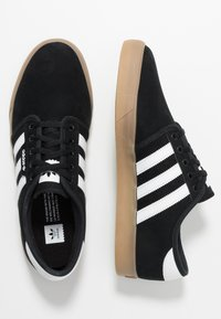adidas Originals - SEELEY - Sneaker low - core black/footwear white