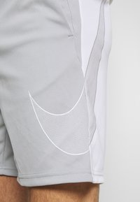 Nike Performance - DRY SHORT  - Pantalón corto de deporte - light smoke grey/white - 5