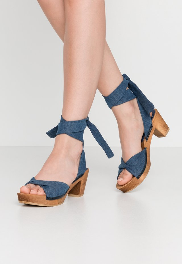 TIRSA SQUARE FLEX - Clogs - denim