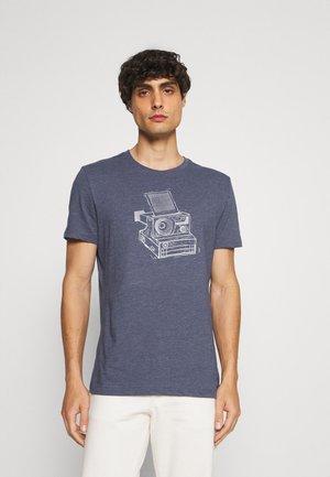 INSTANT CAMERA - ECO GRAPHIC TEE - Print T-shirt - flight blue