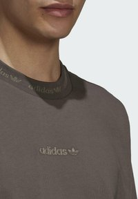 adidas Originals - RIB DETAIL  - Basic T-shirt - brown - 4