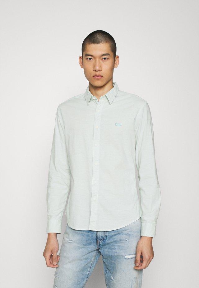 BATTERY SLIM - Shirt - greys