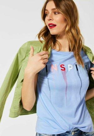 MIT STICKEREI - Print T-shirt - blau