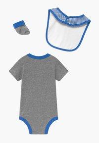 Nike Sportswear - FUTURA SET - Čepice - grey heather - 1