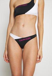 Calvin Klein Swimwear - BLOCKING BRAZILIAN - Bikinibroekje - black - 0