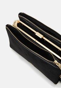 PARFOIS - CROSSBODY BAG CHARM - Across body bag - black - 2