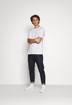 JORLID TEE CREW NECK - Print T-shirt - white