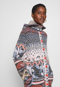 Ivko - JACKET GEOMETRIC PATTERN - Strikjakke /Cardigans - dark grey - 6