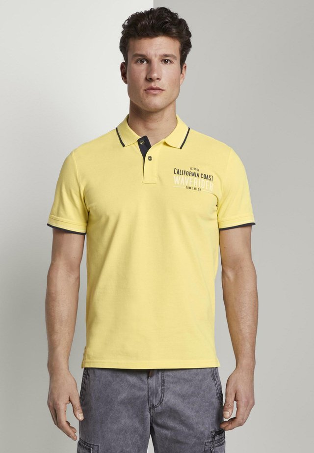 SCHRIFT PRINT - Polo - pale straw yellow