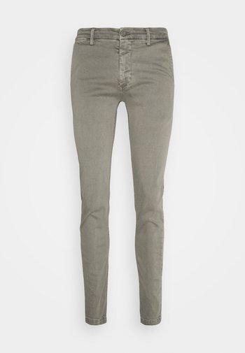 ZEUMAR HYPERFLEX  - Slim fit jeans - ice grey