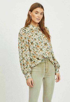 GEMUSTERTE - Button-down blouse - ivy green