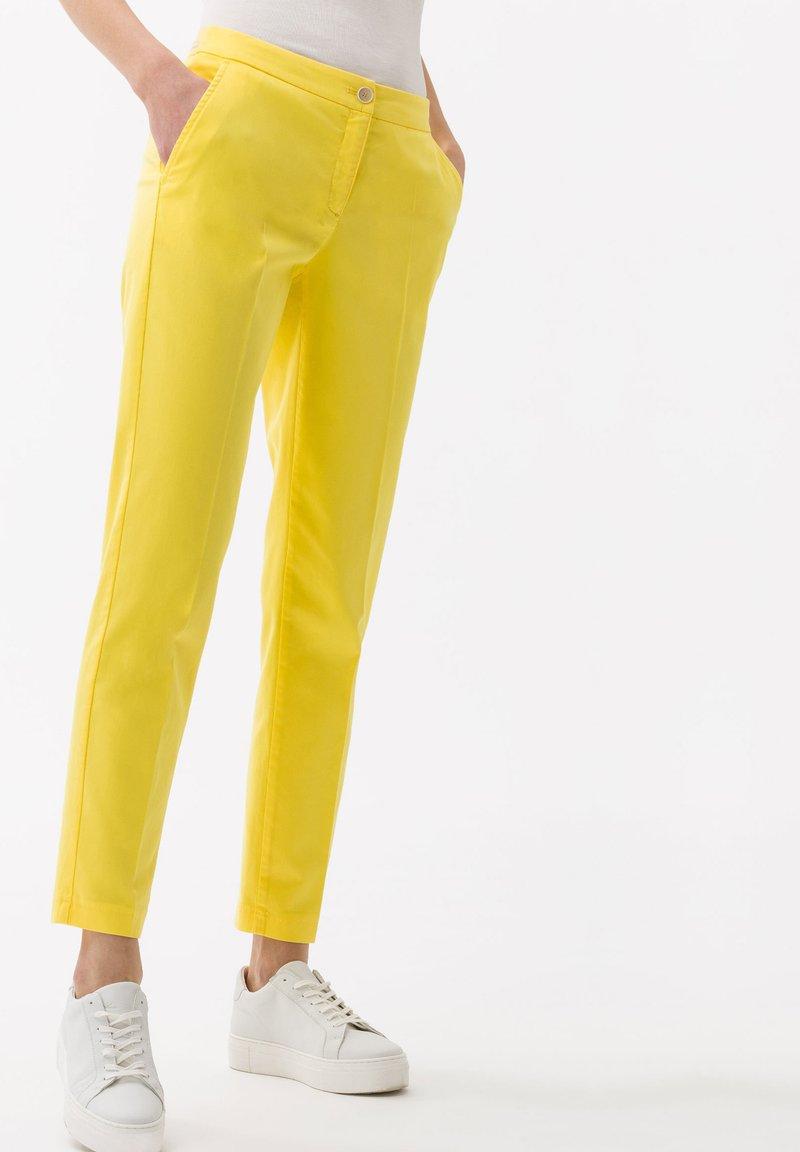 BRAX - STYLE MARON - Bukser - yellow