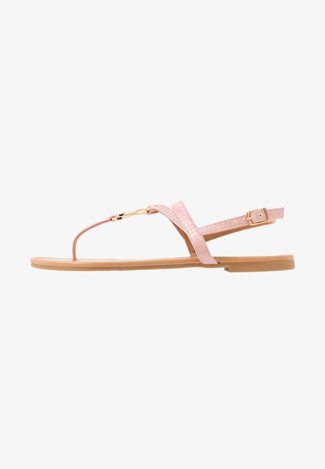 HOOPER - Sandály s odděleným palcem - light pink