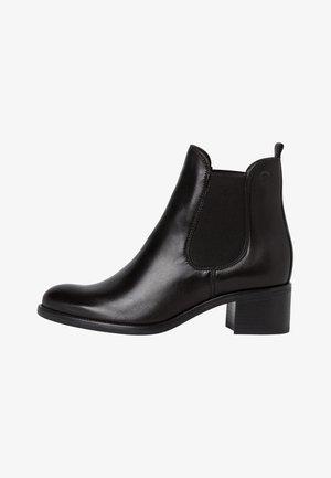 BOOTS - Botines - black