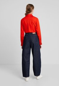 Kings Of Indigo - LEILA - Jeansy Relaxed Fit - gleen rinse - 2