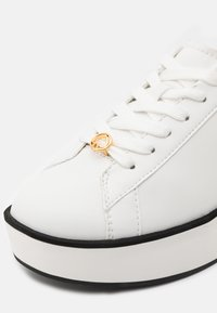 kate spade new york - PARLOR - Zapatillas - optic white/blazer blue - 6