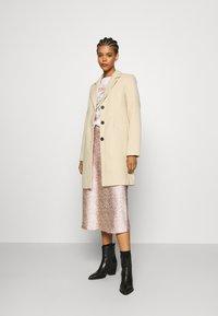Vero Moda - VMCALACINDY - Zimní kabát - mahogany rose - 1