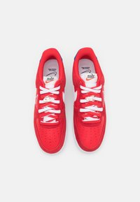 Nike Sportswear - AIR FORCE 1 - Sneakers basse - univers red/white/deep royal blue/sail/team orange/black - 3