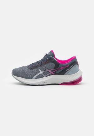 GEL PULSE 13 - Nevtralni tekaški čevlji - carrier grey/white
