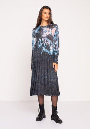 PRINTED DRESS  BATIK PATTERN - Pletené šaty - dark grey