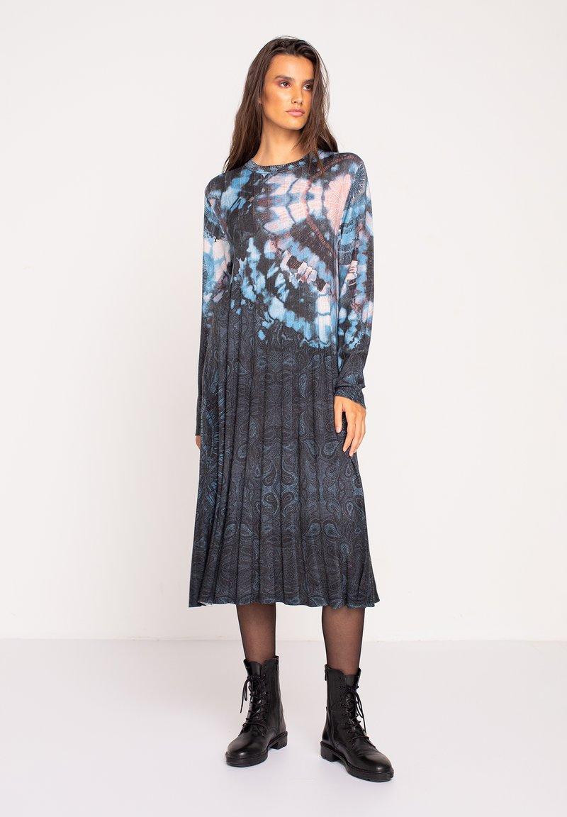Ivko - PRINTED DRESS  BATIK PATTERN - Jumper dress - dark grey