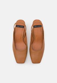 ÁNGEL ALARCÓN - Classic heels - papirus - 5