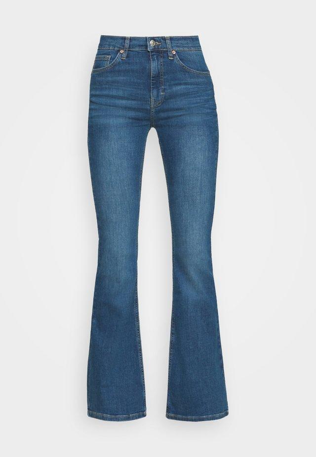 JAMIE FLARE - Široké džíny - blue denim