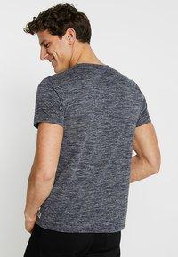 TOM TAILOR DENIM - Basic T-shirt - space dye blue - 2
