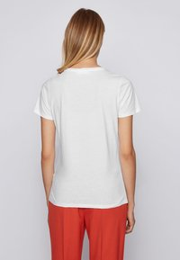 BOSS - C_ELOGO_ECOM - T-Shirt print - white - 2