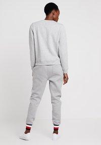 Tommy Hilfiger - HERITAGE CREW NECK  - Sweater - light grey - 2