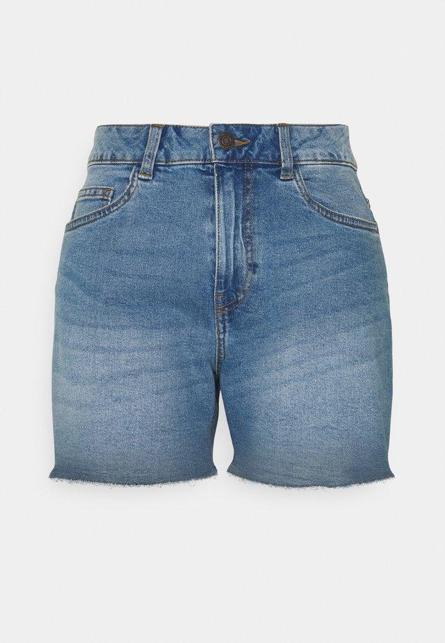 NMKATY SLIM MOM - Shorts vaqueros - medium blue denim