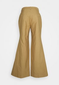 Victoria Beckham - WIDE BOOTCUT TROUSER - Trousers - taupe - 9