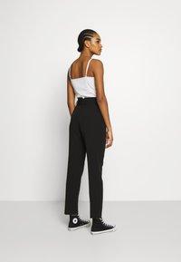 NA-KD - BELTED SUIT PANTS - Pantalon classique - black - 2